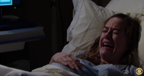 'Bold And The Beautiful' Hope Will Get A Shocking Visitor When Giving Birth This Week